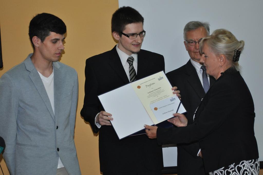 Nagrody dla naszych absolwentów1.jpeg