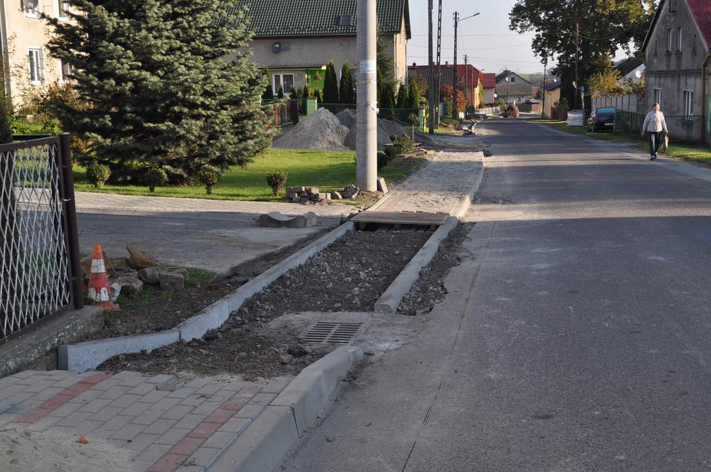 Remont chodnika w Ucieszkowie..jpeg