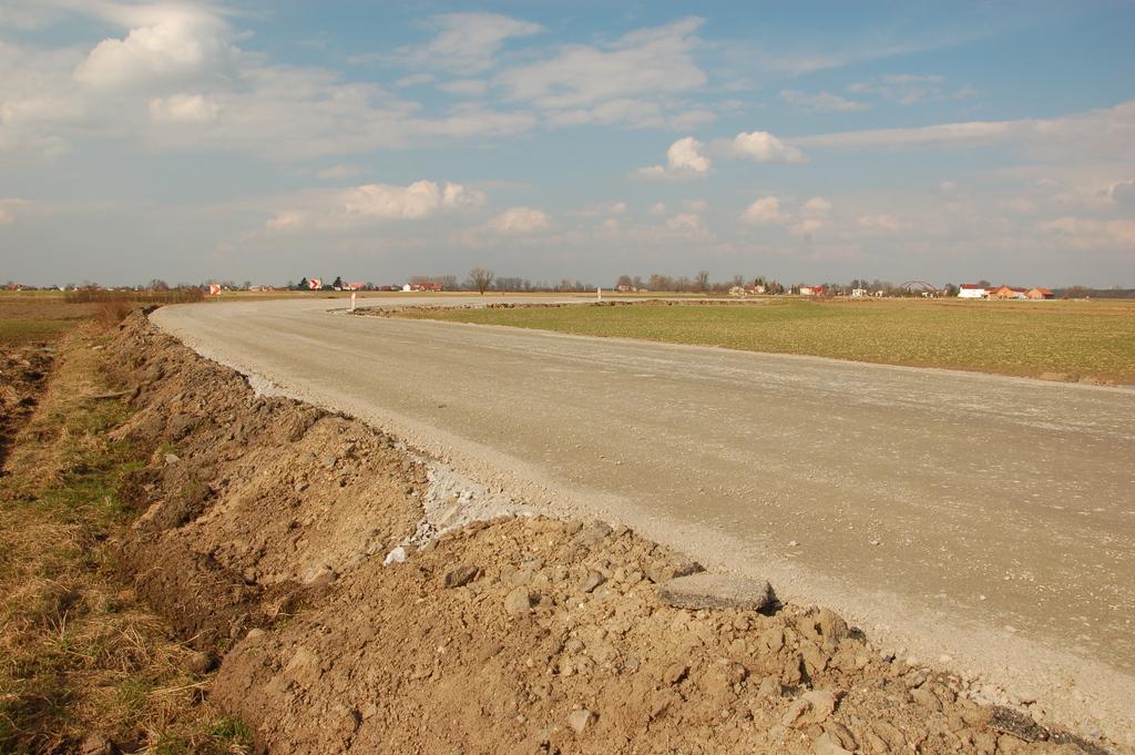 Podbudowa na całej długości drogi.jpeg