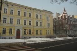 Obiekty powiatu są zmodernizowane i estetyczne - tutaj siedziba Wydziału Geodezji w Koźlu