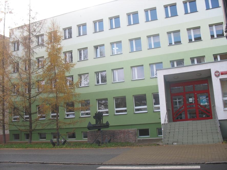 Ocieplona elewacja byłego internatu Zespołu Żeglugi Śródlądowej w Kędzierzynie - Koźlu