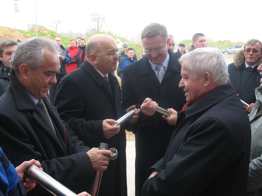 Minister Tadeusz Jarmuziewicz, Starosta Józef Gisman, Wojewoda Ryszard Wilczyński oraz Dyrektor GDDKiA Bolesław Pustelnik