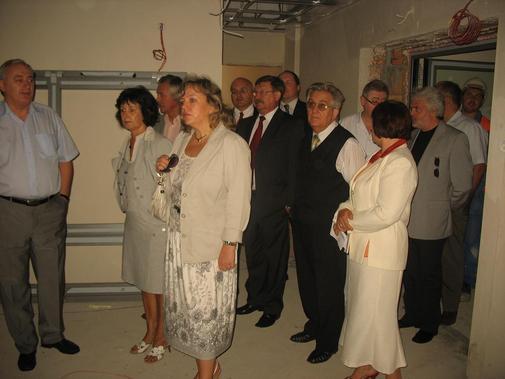 Uczestnicy Rady Społecznej SP ZOZ Kędzierzyn - Koźle podczas wizytacji rozudowy szpitala
