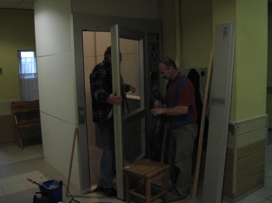 Odbiór techniczny windy w sławięcickim Domu Pomocy Społecznej