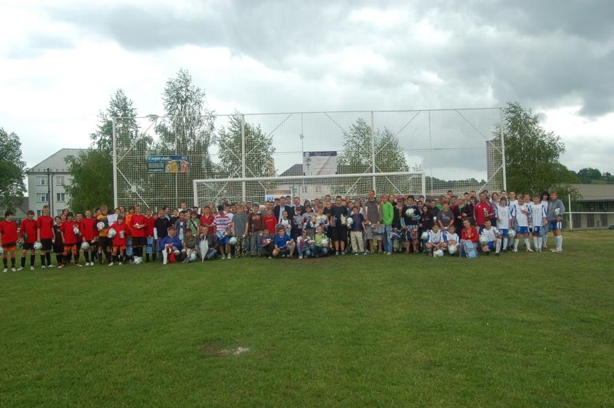 Pamiątkowe zdjęcie wszystkich uczestników turnieju na zakończenie drugiego dnia