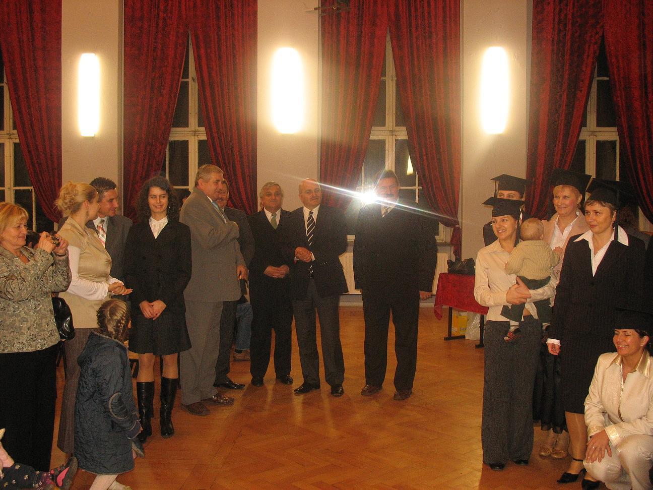 Członkowie Zarządu Powiatu Kędzierzyńsko - Kozielskiego podczas uroczystości