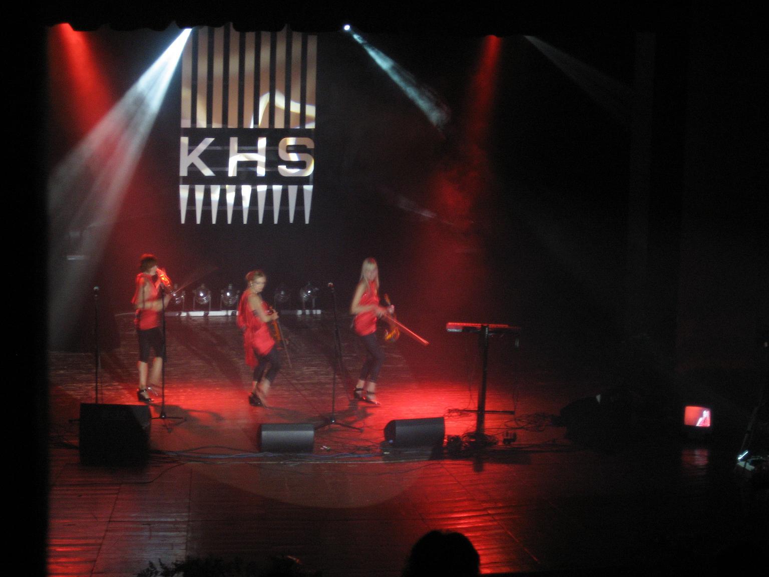 Dynamiczny występ zespołu G-STRINGS