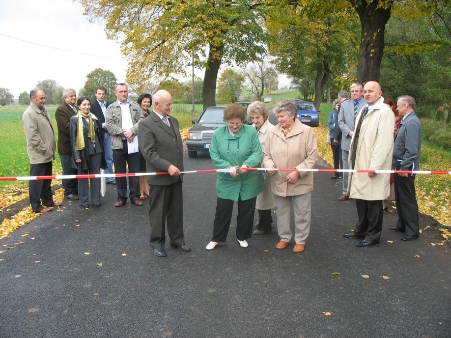 Uroczyste przecięcie wstęgi na drodze powiatowej Bytków - droga krajowa nr 38