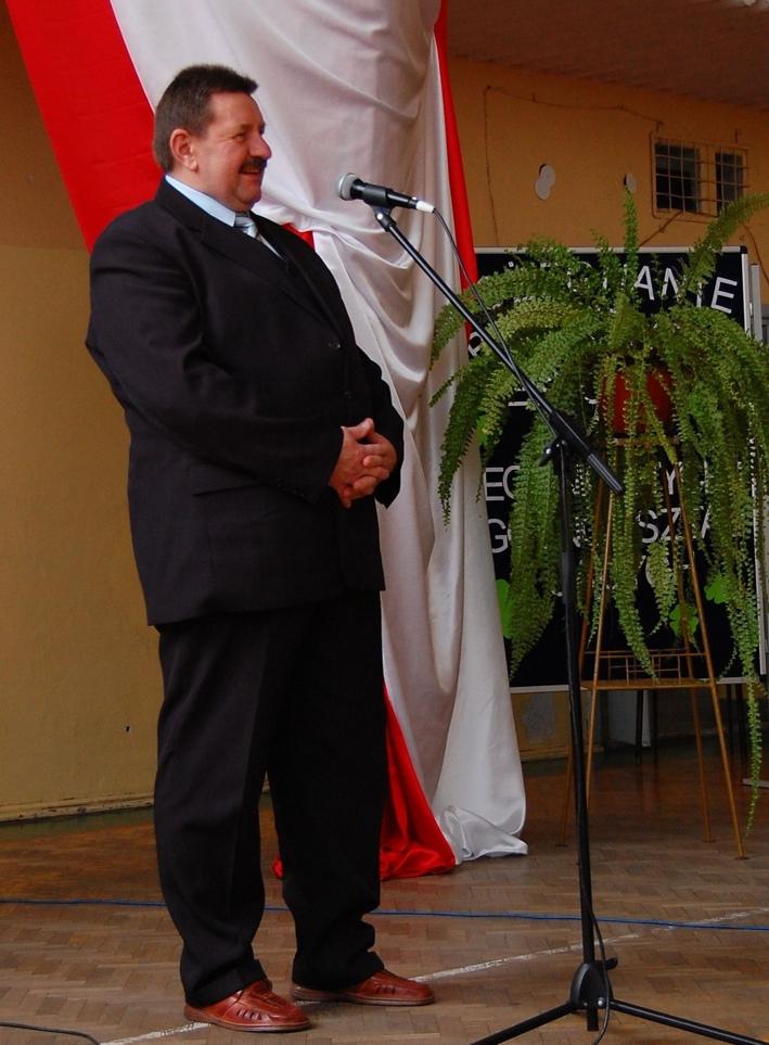 Członek Zarządu Powiatu Jerzy Pałys pozdrowił młodych maturzystów w imieniu całego Zarządu