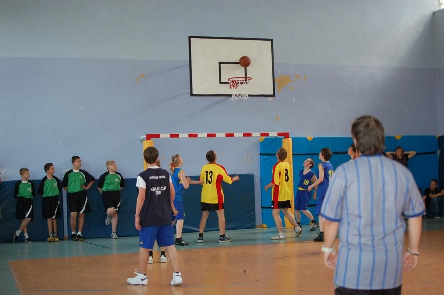 Pierwszy mecz turnieju pomiędzy szkołami podstawowymi ze Svetlej Hory i z Bruntala