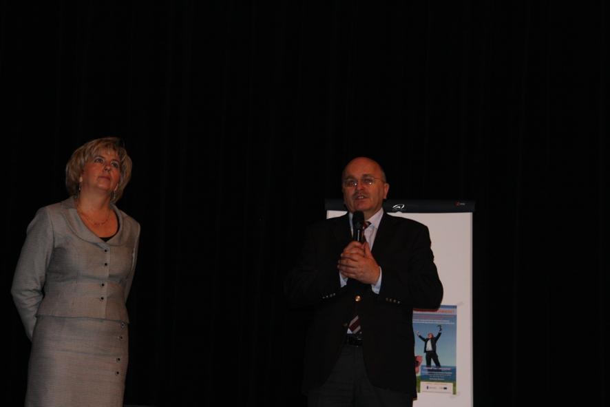 Starosta Józef Gisman i Dyrektor PCPR Eleżbieta Czeczot rozpoczynają projekt Poszerz swoje możliwości