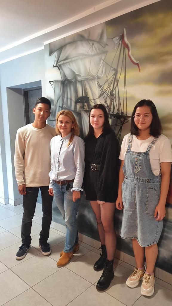 Uczniowie z Kazachstanu.jpeg