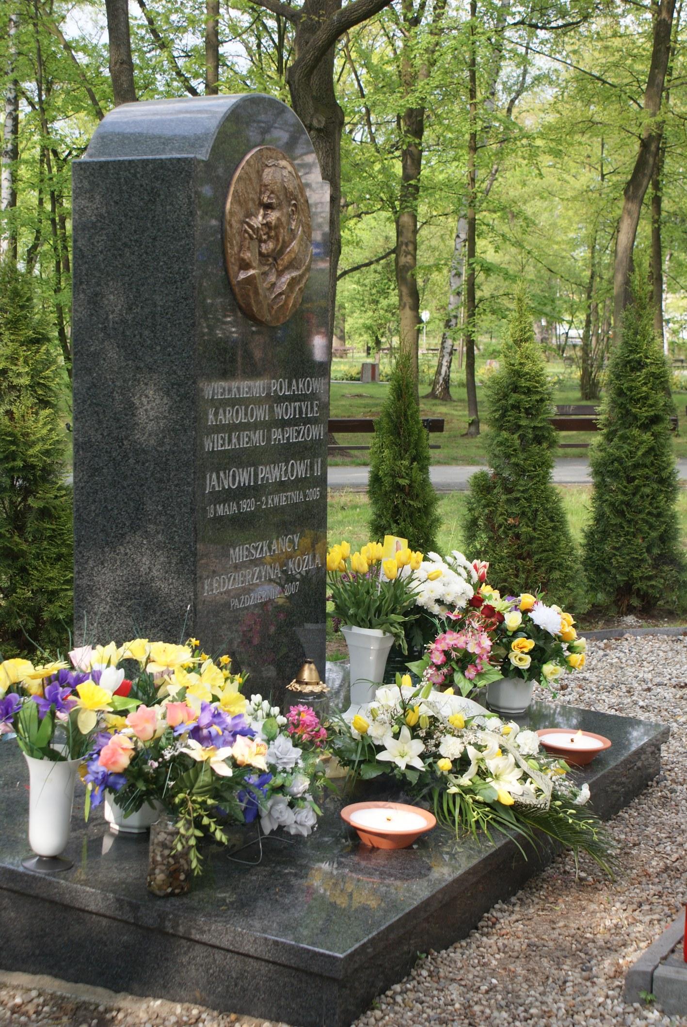 Pomnik poświęcony Janowi Pawłowi II