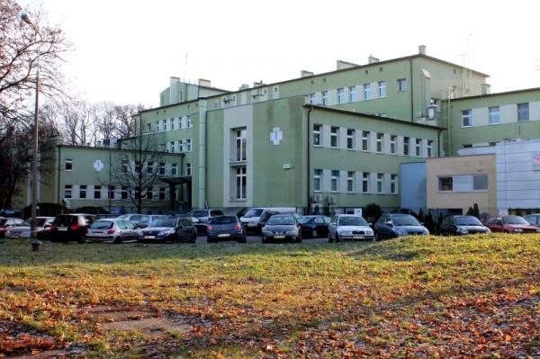 szpital w Koźlu, budynek.jpeg
