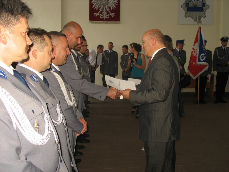Starosta Józef Gisman wręcza nominacje na wyższe stopnie