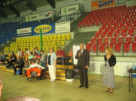 Turniej otwiera Starosta Powiatu Kędzierzyńsko-Kozielskiego Józef Gisman