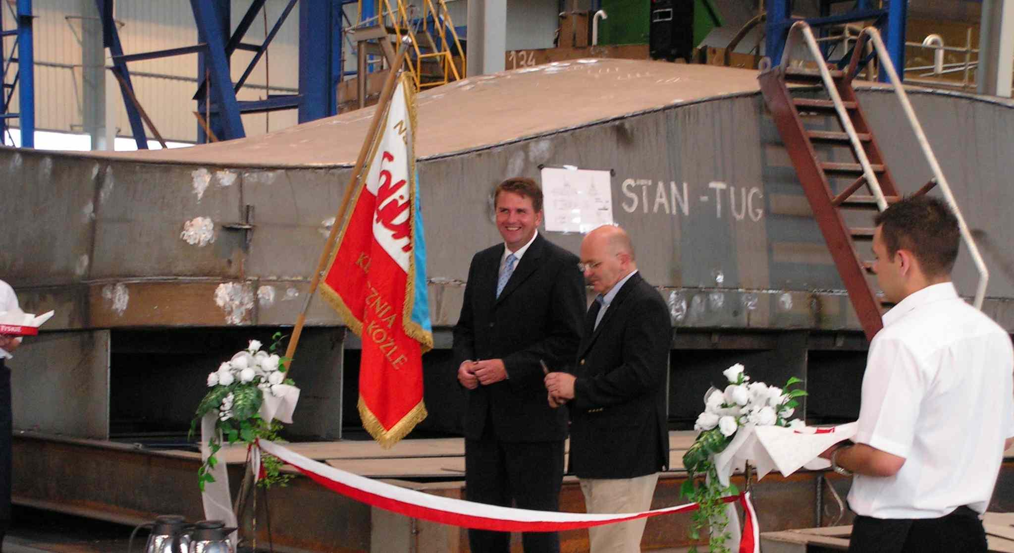 Symboliczne przecięcie wstęgi przez Starostę Józefa Gismana i Jana – Wim Dekkera z Rady Nadzorczej Damen Shipyards