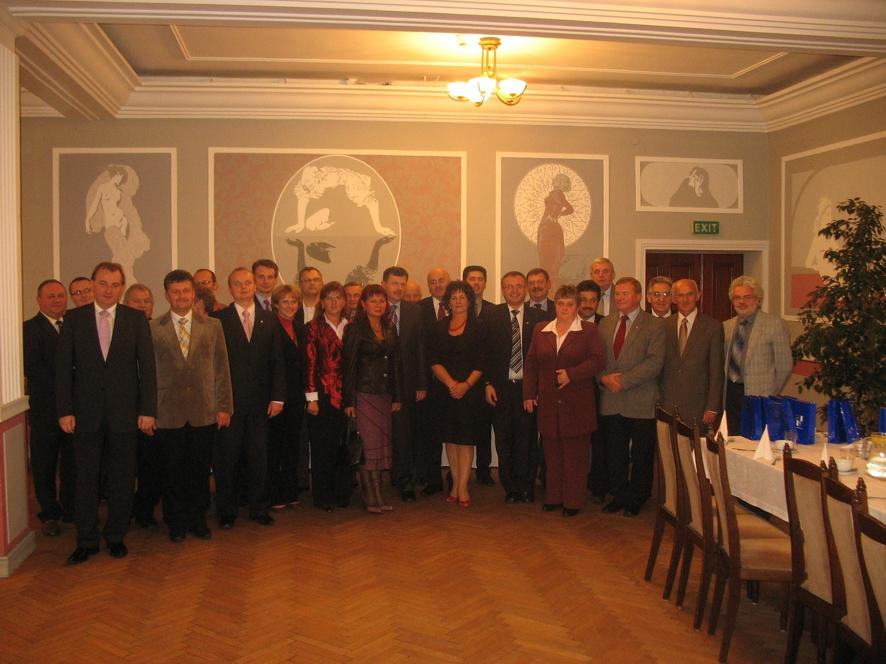 Wspólne zdjęcie Rady Powiatu Kędzierzyńsko - Kozielskiego i Raciborskiego