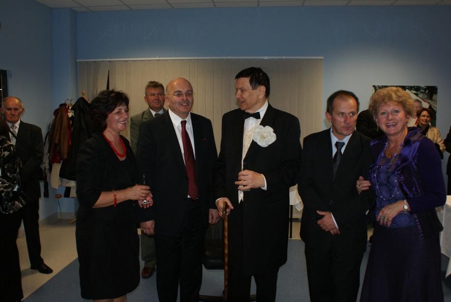 Po koncercie podczas rozmów: Przewodnicząca Rady Powiatu Danuta Wróbel, Starosta Józef Gisman, Bogusław Kaczyński oraz Krzysztof Walas