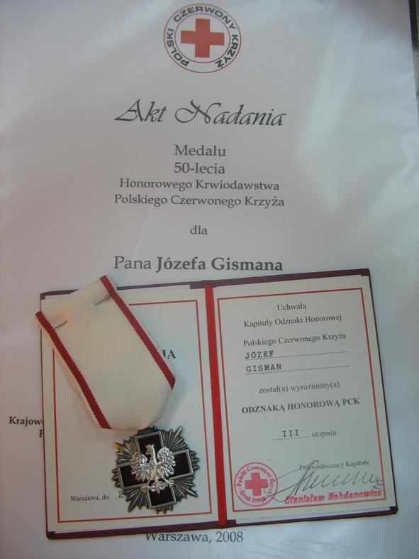 Odznaczenie, akt nadania medalu 50 - lecia PCK oraz legitymacja dla Józefa Gismana