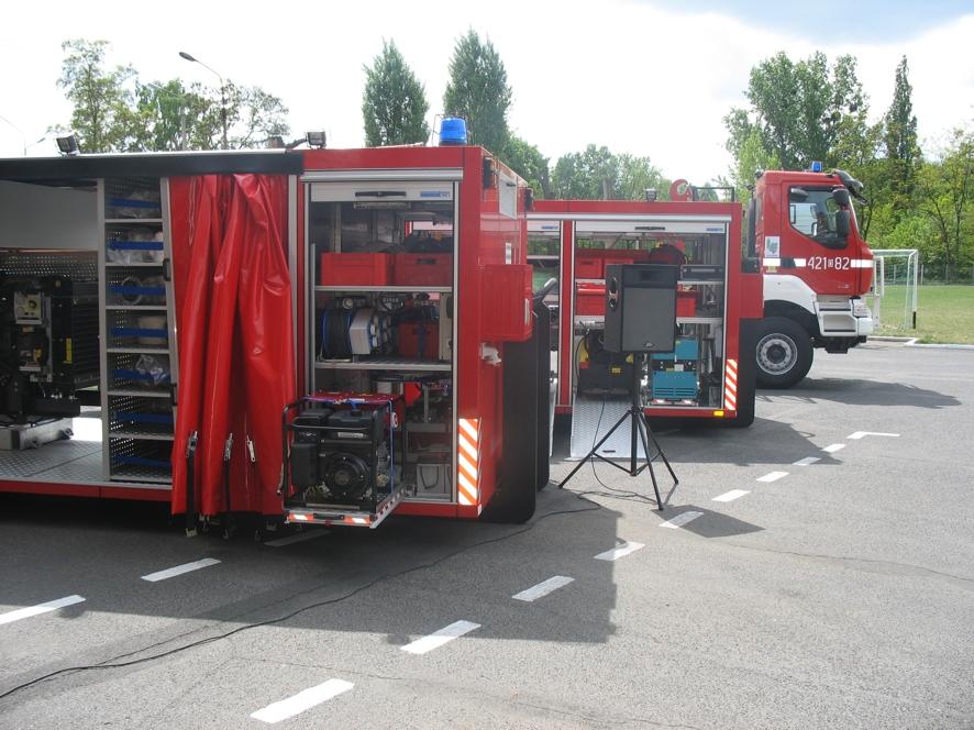 Strażakom przekazano nowy sprzęt: specjalistyczne kontenery wykorzystywane w ratownictwie chemicznym