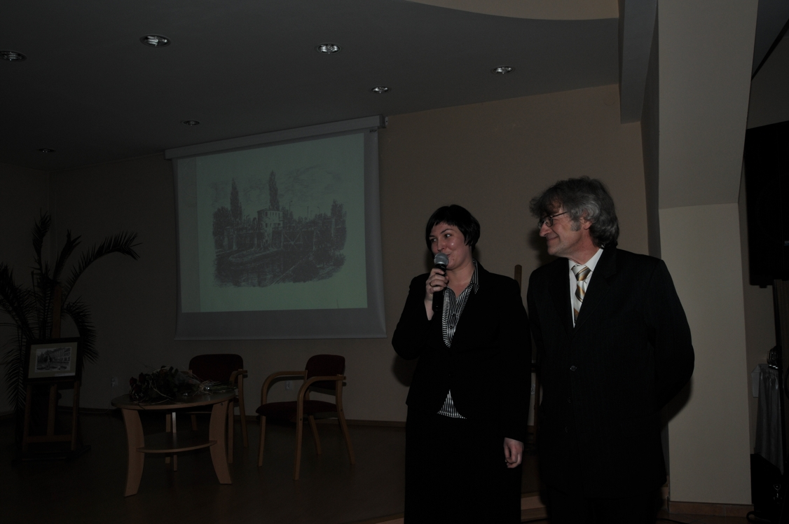 Prowadząca spotkanie Małgorzata Szczygieł-Pander z autorem pac Grzegorzem Fuławką