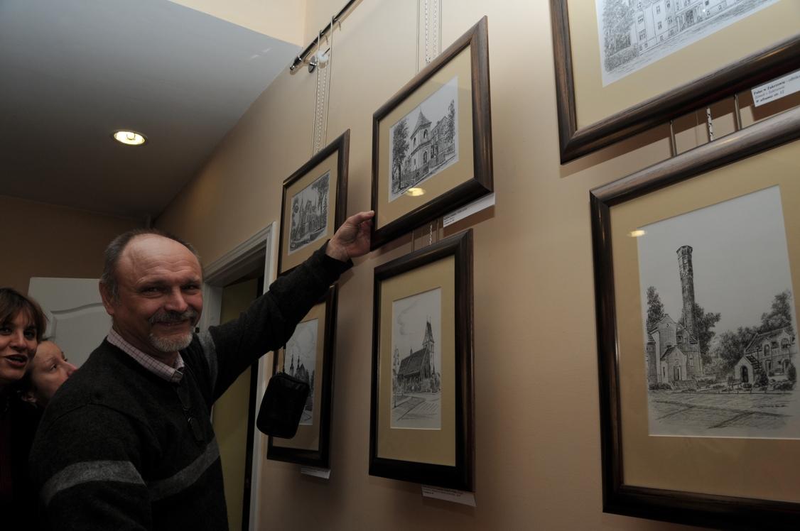 Mieszkaniec Kłodnicy Joachim Filusz zachwycał się kapliczką na swoim osiedlu