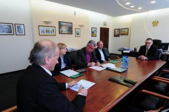 Podpisanie umowy na budowę mostu w Cisku C.jpeg